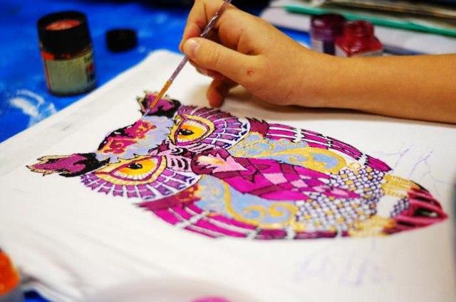 Можно ли обычным акрилом рисовать по ткани: как пользоваться и как рисовать