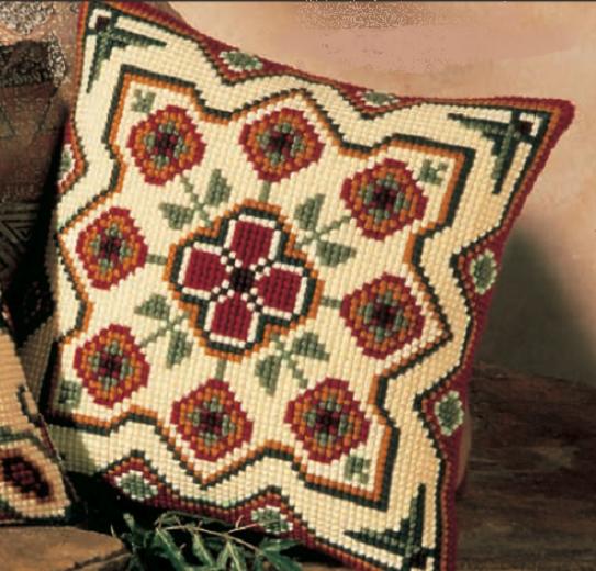 Вышивка крестом подушки: схемы на крупной канве, орнаменты, геометрические узоры