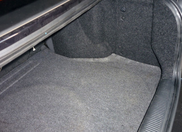 Алькантара для авто: особенности материала для обивки руля и обтяжки салона