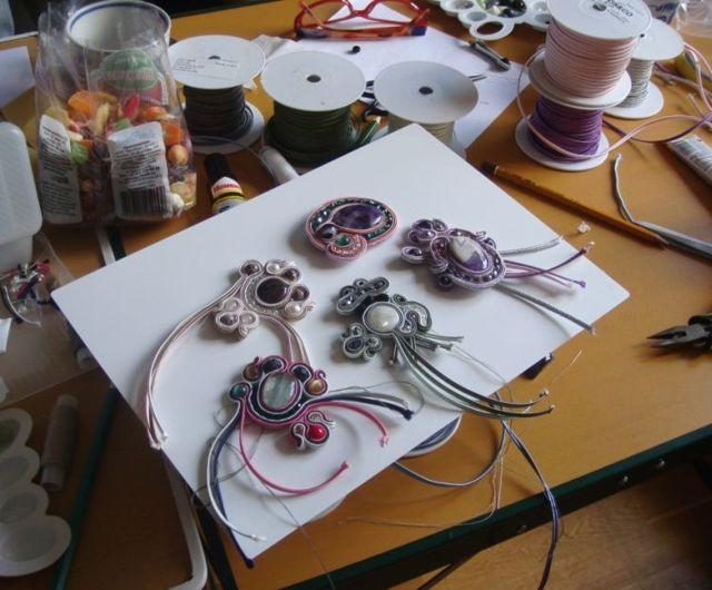 Сутаж: это что такое, украшения, изделия своими руками, как сделать ажурный