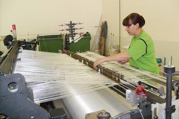 Искусственный шелк: что это за ткань, из чего делают вискозный материал