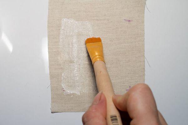 Самоклеющийся фетр: чем клеить ткань между собой и к картону, особенности