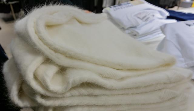 Ткань ангора: что это такое, тянется или нет, описание и свойства трикотажа