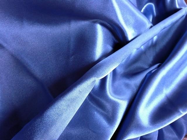 Шелковая ткань: натуральный, плотный, шершавый и другие виды, свойства материала