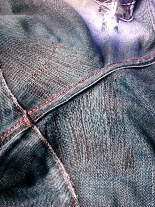 Зашить дырку на джинсах красиво: штопка на швейной машине между ног