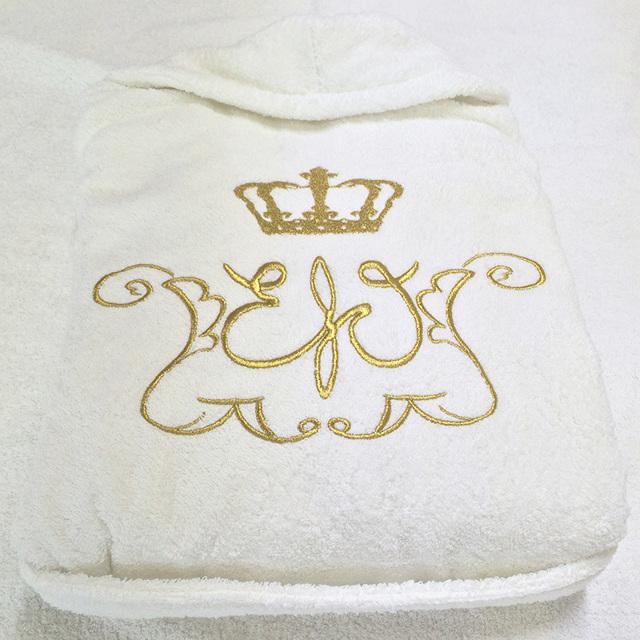 Махровый халат с именной вышивкой для мужчины или парные: красивые варианты
