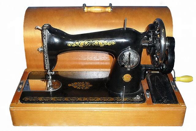 Как заправить нитку в швейную машинку правильно самому своими руками