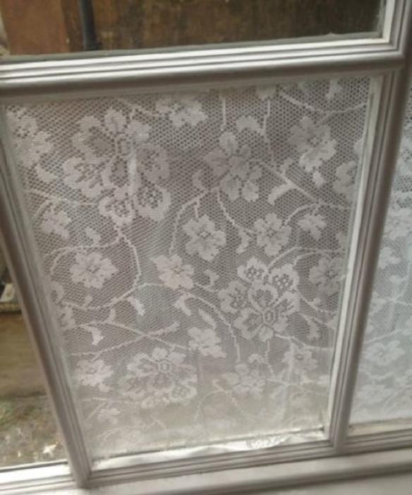 Как приклеить тюль на окно: с помощью крахмала к оконному стеклу или мылом